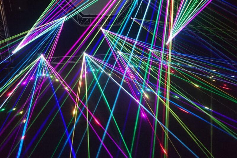 VIDEO I Maagiline lasershow on suurepärane alternatiiv lärmakale ilutulestikule