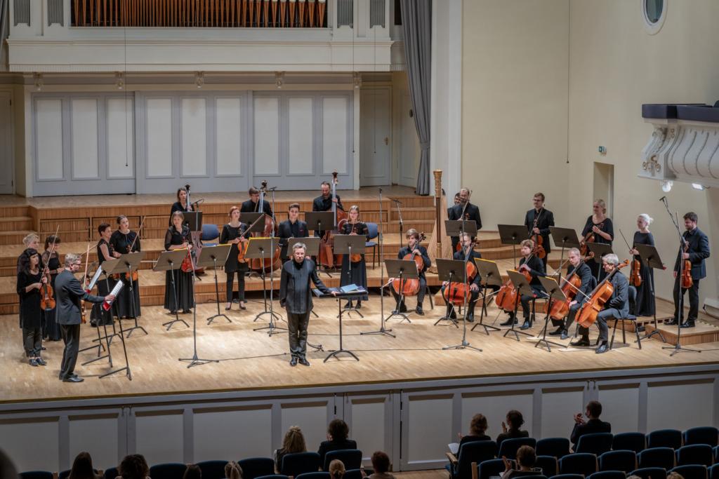 """GALERII I Olari Elts ja Tallinna Kammerorkester tõid kontserdilavale """"Fööniksi pisarad"""""""