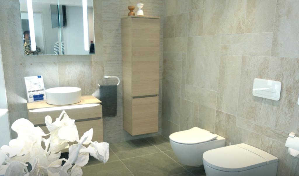 VIDEO I Eriline virtuaalnäitus! Kunstnik sai inspiratsiooni vannitoa sisustusest