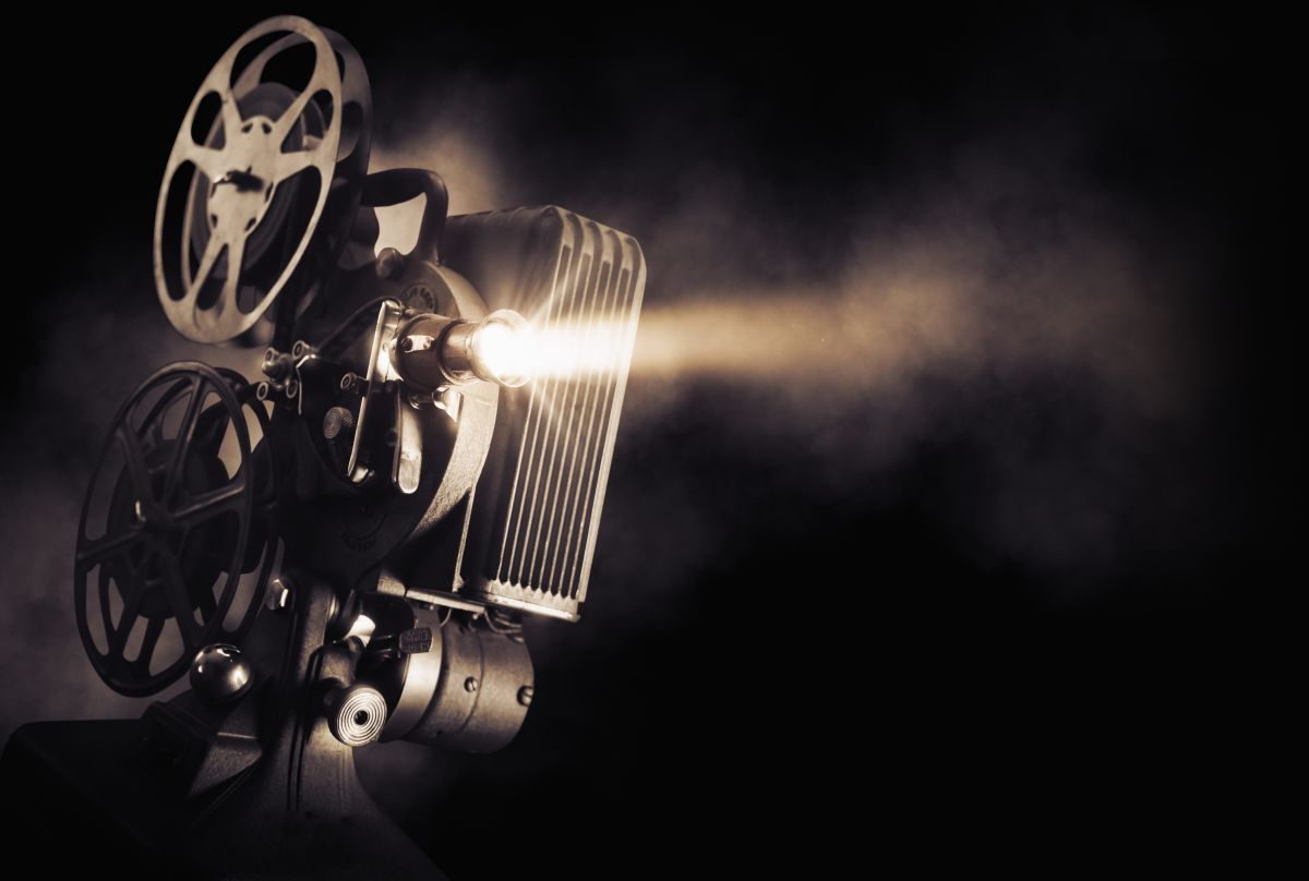 Movie,Projector,On,A,Dark,Background,With,Light,Beam,/