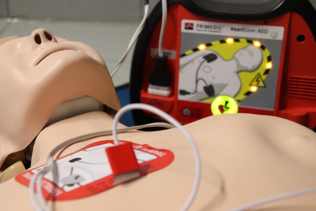 VIDEO I Spetsialistid näitavad ette: kuidas kasutada elustamisaparaati?
